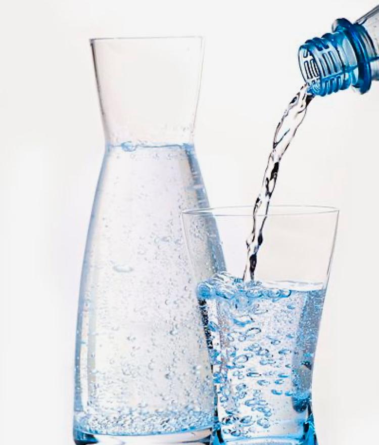نوشیدن آبمقطر